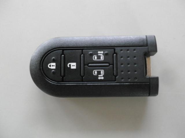 便利なスマートキー♪両側電動スライドもボタン操作可能です♪スペアも有りますよ♪