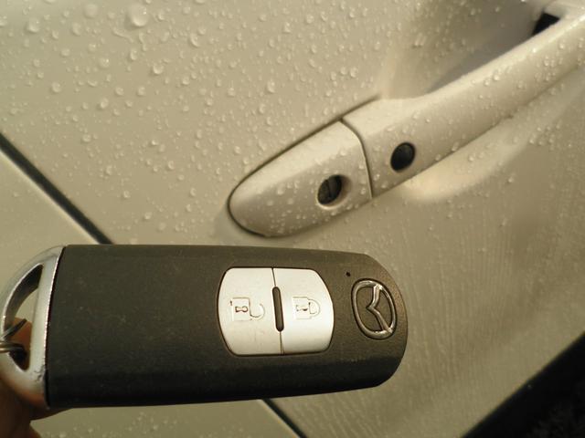 スマートキーを携帯するだけでエンジンスタートやドアパットに触れるだけでドアロックアンロックが可能です♪
