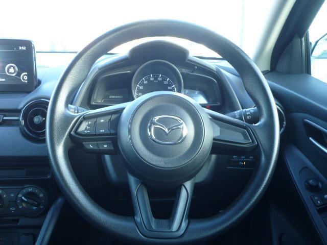 運転中でも操作のしやすいオーディオコントロールスイッチがハンドルに配置されております。