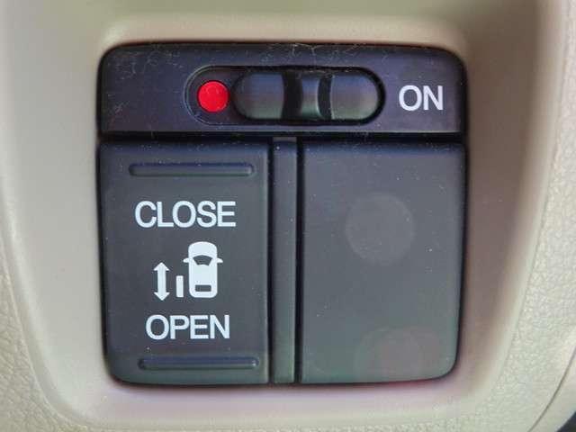 リア左スライドドアは電動式☆