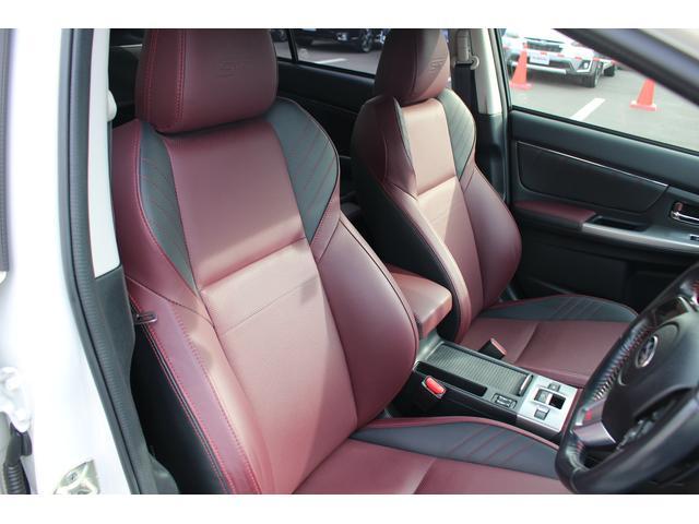 STIグレード専用本革シートで、高級感満載!座り心地もホールド性がありスポーツカーに乗っている様な印象です!