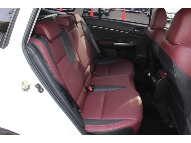 ☆後席も充分な広さがあり、快適な居住空間となっております、ファミリーユースにもピッタリです♪