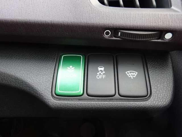 Wエアバッグはもちろんの事、横滑り防止機能も装備しているので、安全性も高いです!車両の急激な挙動変化を抑える機能で、安定した走行が実現できます!運転に安心とゆとりが生まれますよ!