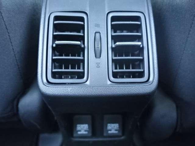 リア席にもエアコンが装備されているので快適にドライブすることができますよ♪