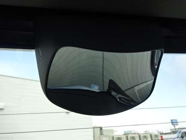車庫入れなどでバックする際に後方確認ができて便利です!車庫入れが苦手な人もこれで安心です!