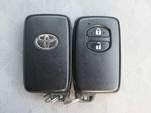スマートキーが装備されているので、鍵を持っているだけでドアの開閉、エンジンの始動が出来ます!