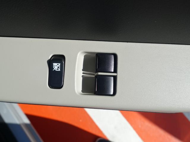 F /5MT/キーレス/フロントパワーウィンドー/純正オーディオ/エアコン/パワステ/ABS/ディーラー試乗車(10枚目)