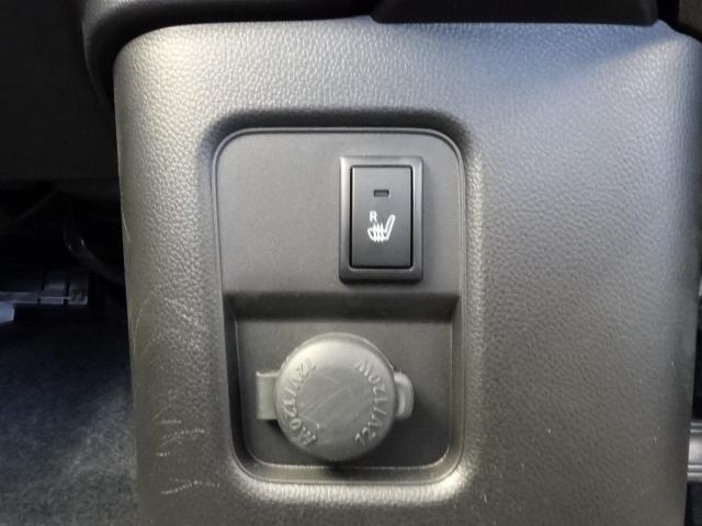 ハイブリッドT /ターボ/プッシュスタート/衝突被害軽減ブレーキ/LEDヘッド&フォグ/ヘッドアップディスプレイ/シートヒーター/オートライト/オートエアコン/革巻きハンドル/オートクルーズ/ディーラー試乗車(23枚目)