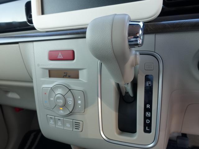 モード /衝突被害軽減ブレーキ/全方位カメラ/HIDヘッドライト/スマートキー/専用フロアマット/オートエアコン/シートヒーター/革巻きハンドル/ステアリングスイッチ/アイドリングストップ/届出済未使用車(18枚目)