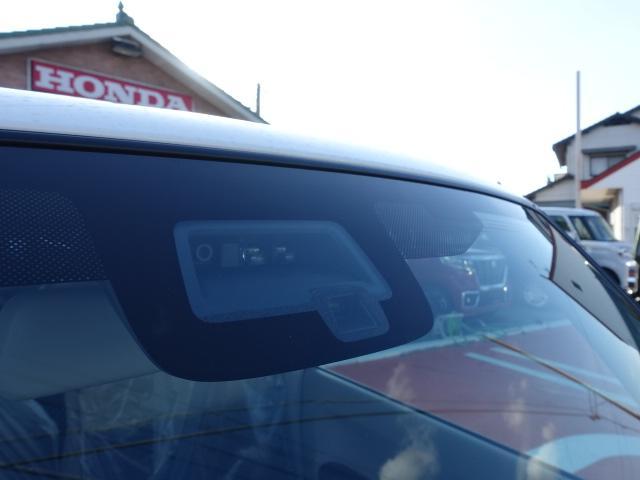 モード /衝突被害軽減ブレーキ/全方位カメラ/HIDヘッドライト/スマートキー/専用フロアマット/オートエアコン/シートヒーター/革巻きハンドル/ステアリングスイッチ/アイドリングストップ/届出済未使用車(25枚目)