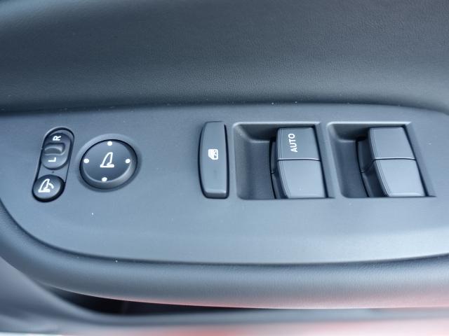 ホーム /スマートキー/衝突被害軽減ブレーキ/LEDヘッドライト/電動パーキング/オートクルーズコントロール/オートエアコン/登録済未使用車(12枚目)