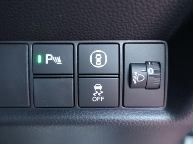 ホーム /スマートキー/衝突被害軽減ブレーキ/LEDヘッドライト/電動パーキング/オートクルーズコントロール/オートエアコン/登録済未使用車(13枚目)