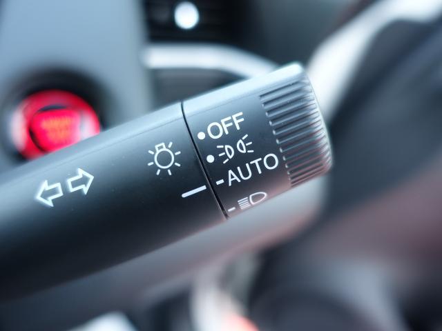 ホーム /スマートキー/衝突被害軽減ブレーキ/LEDヘッドライト/電動パーキング/オートクルーズコントロール/オートエアコン/登録済未使用車(16枚目)