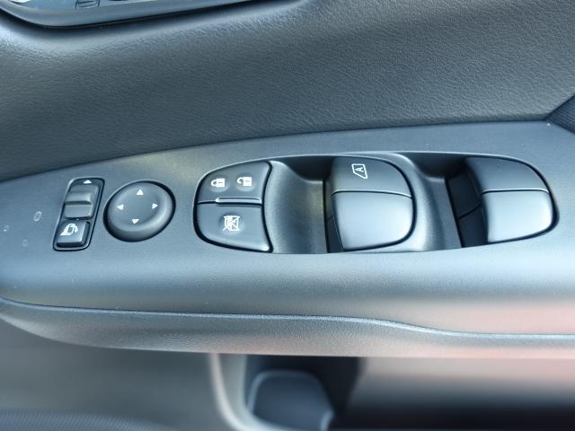 ハイウェイスターV /セーフティA/両側パワースライドドア/スマートルームミラー/プロパイロット/ハンズフリースライドドア/LEDヘッドライト/アラウンドビューモニター/8人乗り/登録済未使用車(19枚目)