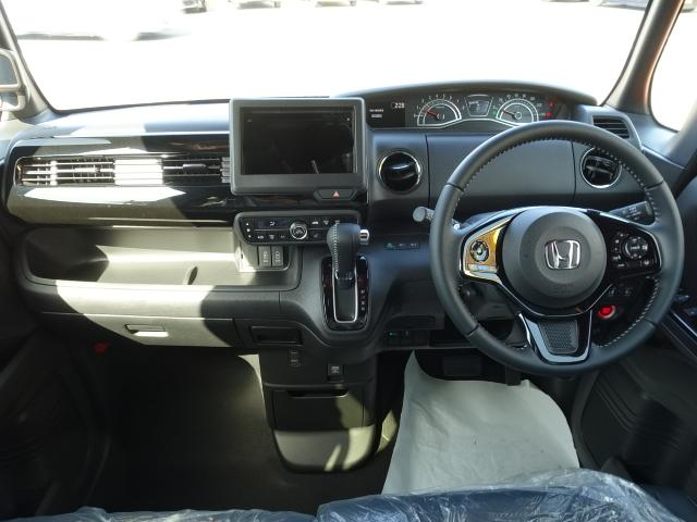 Lターボ /衝突被害軽減ブレーキ/スマートキー/両側電動スライドドア/バックカメラ/LEDヘッドライト/オートエアコン/クルーズコントロール/ステアリングスイッチ/プッシュスタート/充電用USB/届出済未使用(8枚目)
