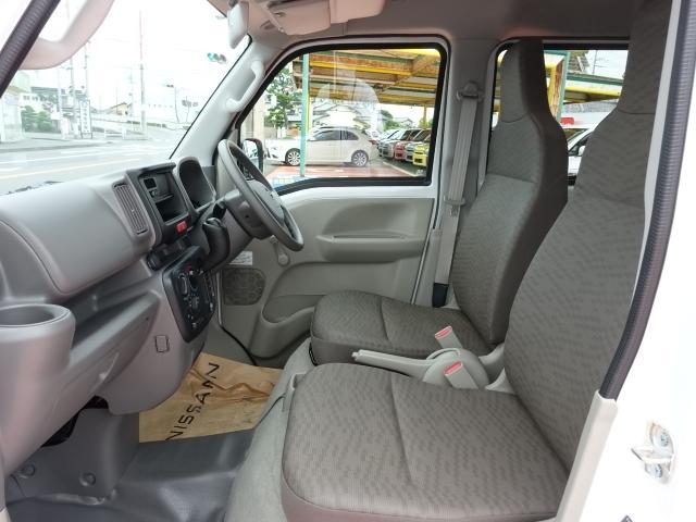 DX /5AGS/両側スライドドア/2速発進/スピーカー一体型ラジオデッキ/マニュアルエアコン/届出済未使用車(6枚目)