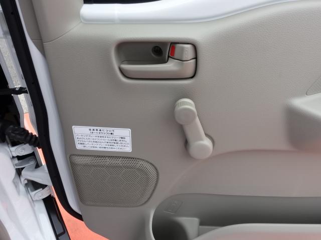 DX /5AGS/両側スライドドア/2速発進/スピーカー一体型ラジオデッキ/マニュアルエアコン/届出済未使用車(18枚目)