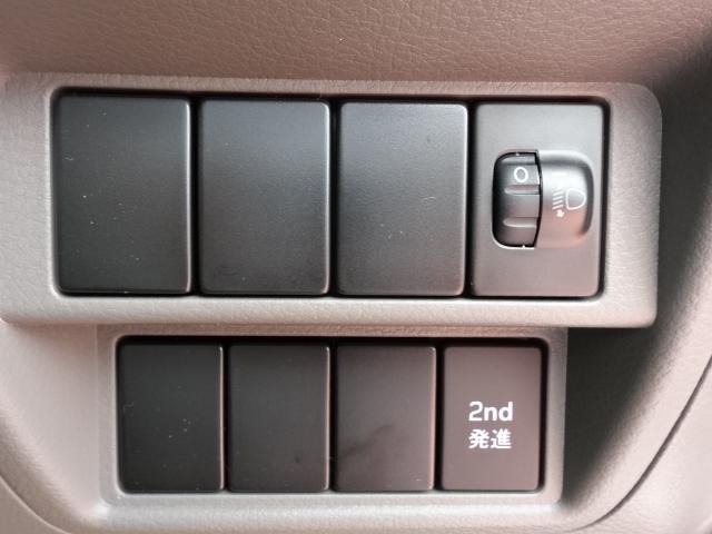 DX /5AGS/両側スライドドア/2速発進/スピーカー一体型ラジオデッキ/マニュアルエアコン/届出済未使用車(19枚目)