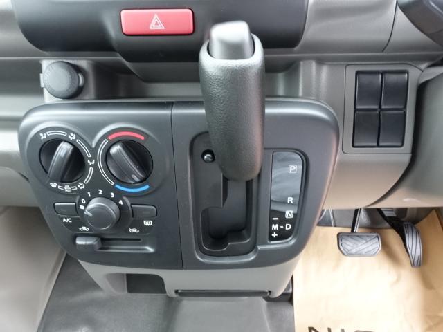 DX /5AGS/両側スライドドア/2速発進/スピーカー一体型ラジオデッキ/マニュアルエアコン/届出済未使用車(22枚目)