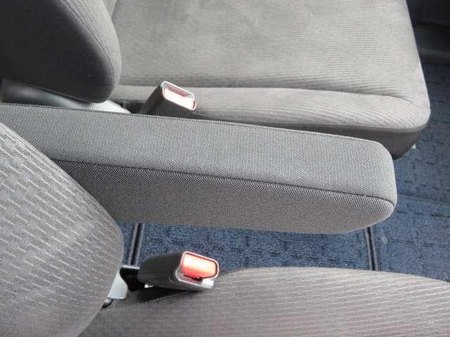 運転席にはアームレストが用意されています!