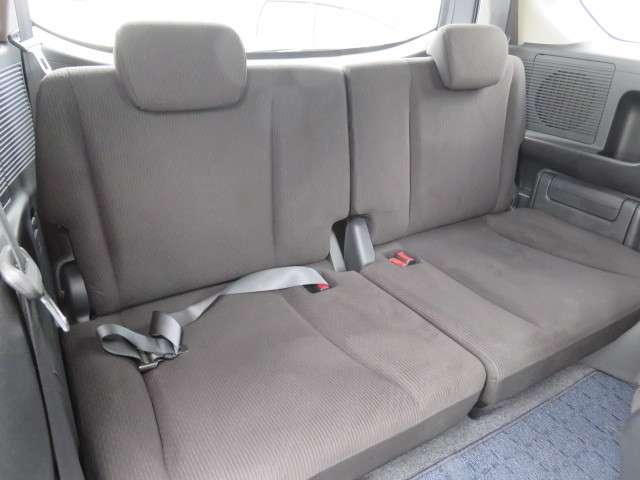 サードシートです!!大型のシートと広々した頭上と足元のスペースで、3列目でも圧迫感がありません★