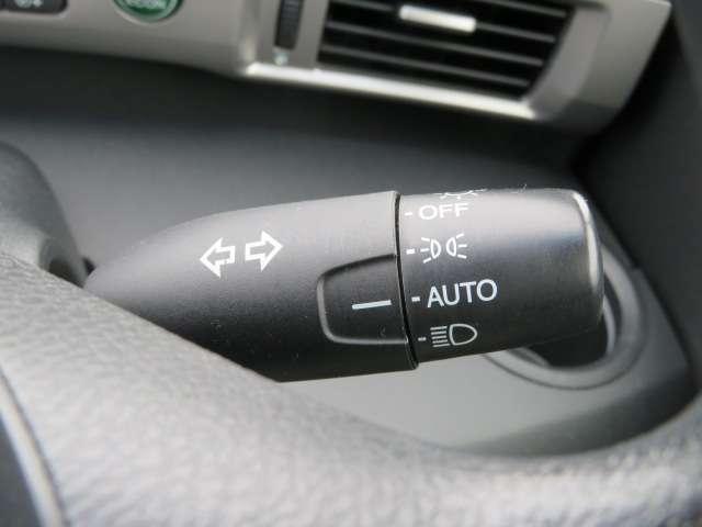 オートライトコントロールが装備されています!車外が暗くなると自動的にヘッドライトが点灯するので便利です!もちろんエンジンスイッチをoffにすればライトもoff