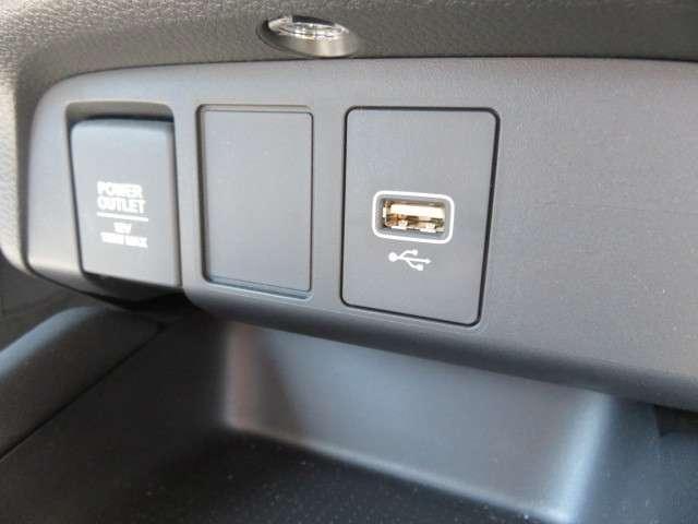 e:HEVホーム 弊社デモカー 純正メモリーナビ Bluetooth フルセグTV リアカメラ LEDヘッドライト HondaSENSING カーテンエアバック 充電端子 ETC スマートキー(17枚目)