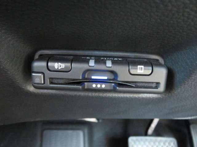 e:HEVホーム 弊社デモカー 純正メモリーナビ Bluetooth フルセグTV リアカメラ LEDヘッドライト HondaSENSING カーテンエアバック 充電端子 ETC スマートキー(18枚目)