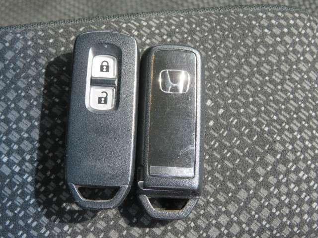 G・Lパッケージ 純正メモリーナビ フルセグTV リアカメラ ETC 充電端子 USB端子 スマートキー  後席シートスライド ホイールキャップ ワンオーナー 禁煙車(19枚目)