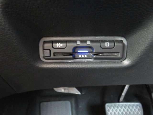 e:HEVホーム 弊社デモカー 純正メモリーナビ フルセグTV DVD再生 リアカメラ Bluetooth接続 HondaSENSING サイドカーテンエアバック LEDヘッドライト ETC 禁煙車 ワンオーナー(18枚目)