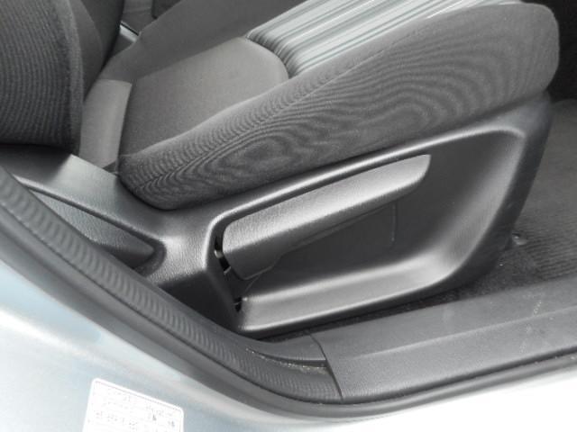 運転しやすいシート高さに調整ができるラチエット式シートリフターです。