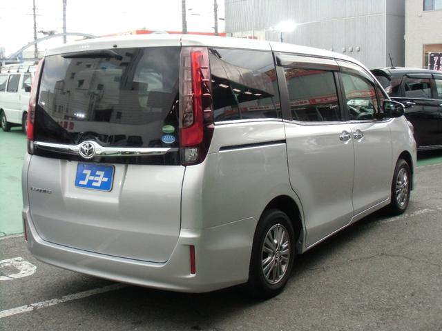 Xi 8名乗車 スマートキー デュアルオートエアコン ステアリングスイッチ 左側パワースライドドア ビルトインETC 純正ナビ フルセグTV バックカメラ Bluetooth接続(6枚目)