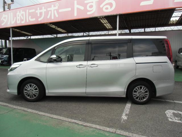 Xi 8名乗車 スマートキー デュアルオートエアコン ステアリングスイッチ 左側パワースライドドア ビルトインETC 純正ナビ フルセグTV バックカメラ Bluetooth接続(9枚目)