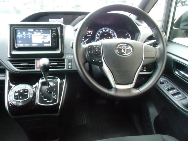 Xi 8名乗車 スマートキー デュアルオートエアコン ステアリングスイッチ 左側パワースライドドア ビルトインETC 純正ナビ フルセグTV バックカメラ Bluetooth接続(12枚目)