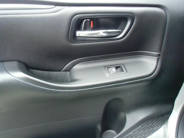 Xi 8名乗車 スマートキー デュアルオートエアコン ステアリングスイッチ 左側パワースライドドア ビルトインETC 純正ナビ フルセグTV バックカメラ Bluetooth接続(20枚目)