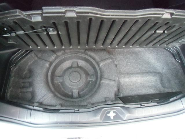 Xi 8名乗車 スマートキー デュアルオートエアコン ステアリングスイッチ 左側パワースライドドア ビルトインETC 純正ナビ フルセグTV バックカメラ Bluetooth接続(26枚目)