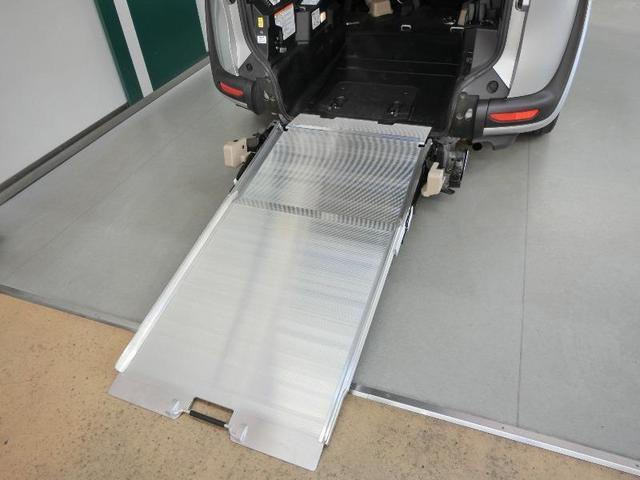 G クルマイスシヨウ 車椅子仕様タイプI スロープタイプ 車高調整機能 助手席側セカンドシート付き 純正メモリーナビ ETC スマートキー 純正アルミホイール アイドリングストップ ワンオーナー(4枚目)