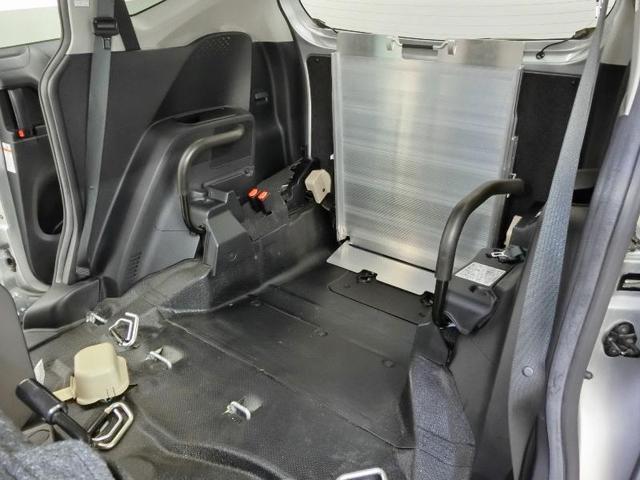 G クルマイスシヨウ 車椅子仕様タイプI スロープタイプ 車高調整機能 助手席側セカンドシート付き 純正メモリーナビ ETC スマートキー 純正アルミホイール アイドリングストップ ワンオーナー(6枚目)