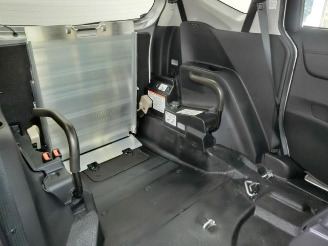 G クルマイスシヨウ 車椅子仕様タイプI スロープタイプ 車高調整機能 助手席側セカンドシート付き 純正メモリーナビ ETC スマートキー 純正アルミホイール アイドリングストップ ワンオーナー(33枚目)