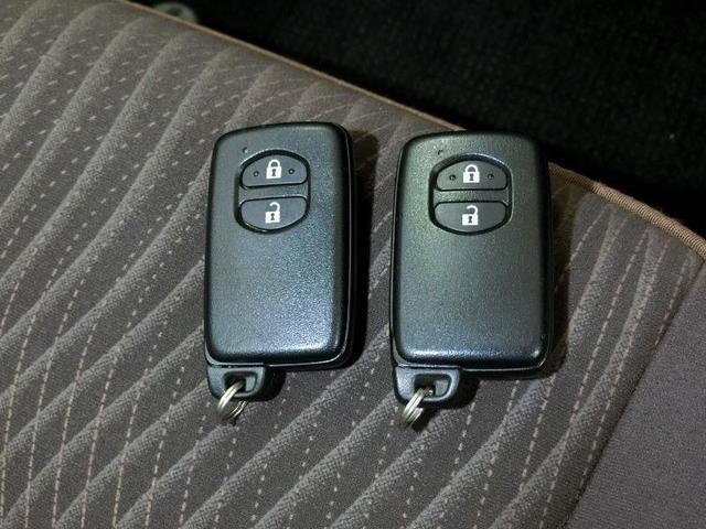 G ハイブリッド ワンオーナー 横滑り防止機能 ABS エアバッグ 盗難防止装置 バックカメラ ETC ミュージックプレイヤー接続可 CD スマートキー キーレス フル装備 LEDヘッドランプ オートマ(4枚目)