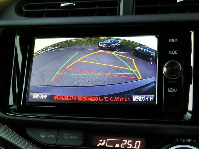 バックモニターが付いてます。シフトレバーをR(バック)に入れると自動で後方の画像が映るので安心!車には死角がたくさんあるので万が一を考えると必須です。あくまで補助の為の装備、目視の後方確認は重要ですよ