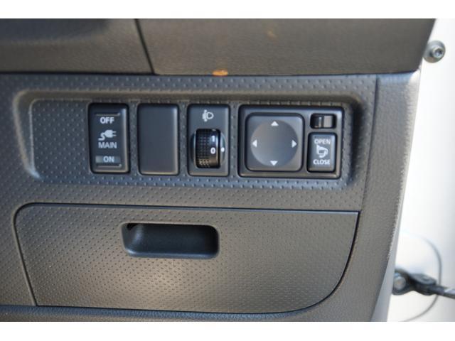 電動格納ミラーで便利。ヘッドライトレベライザー付。