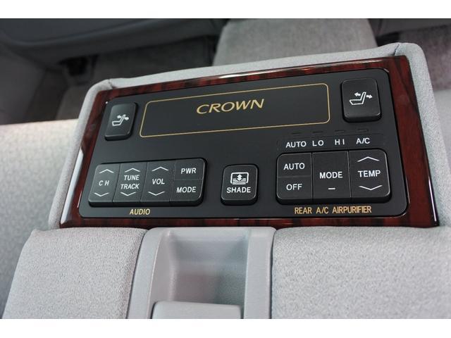 ロイヤルサルーンGなので、後部座席からのコントロールも色々できます。