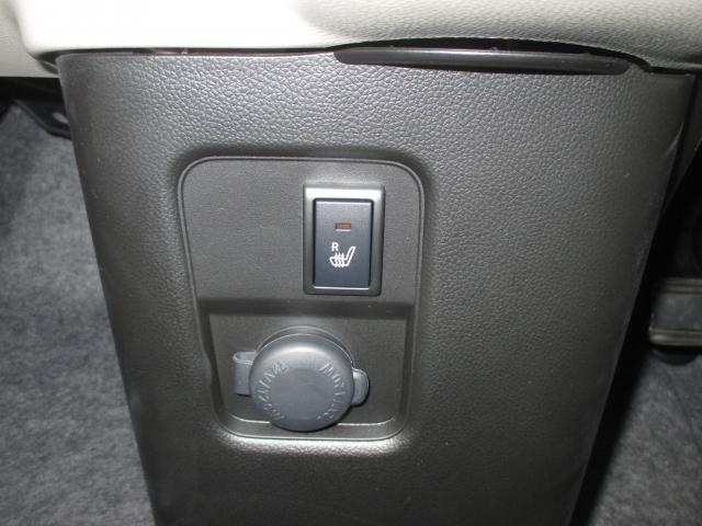 運転席にはシートヒーターを装備!寒い季節には助かりますね☆