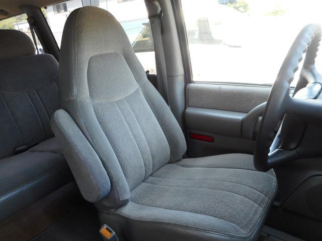 ☆運転席☆質感の良いファブリック素材で快適にドライブ頂けます♪