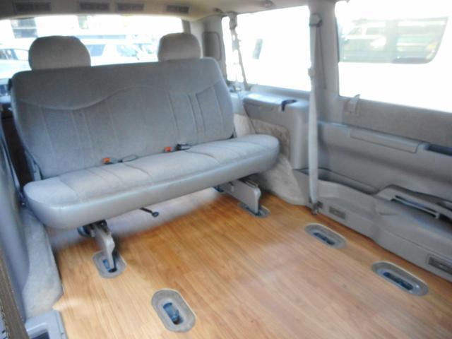 セカンドシートは簡単に脱着可能です!広々リムジン使用も可能です!!