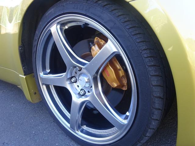 タイヤ4本共に残り溝多く、まだまだお使い頂けます!!ホイール4本共にガリ傷なく綺麗です!!