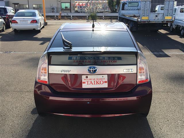軽自動車展示場は屋根付きで、雨でもご安心してお車をご覧頂けます。TEL( 054-629-4188 )