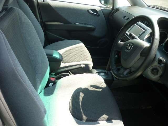 前列シートの画像です。キレイにクリーニング済みですし、目立った汚れもありませんので、安心して運転できますよ!