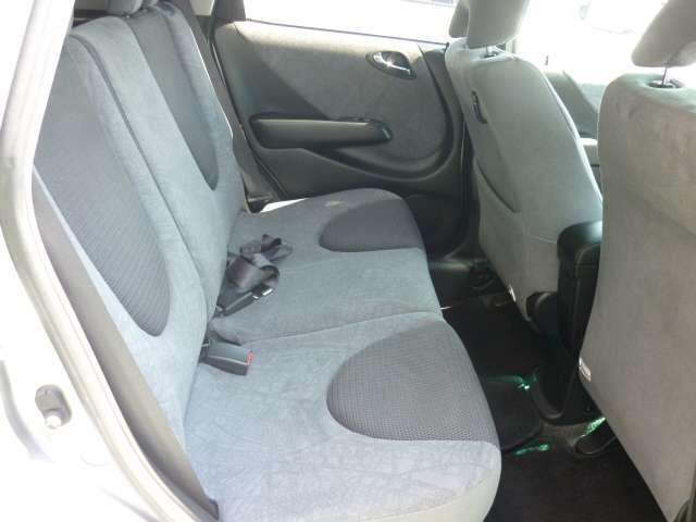 後席シートの画像です。後席もしっかりとキレイにクリーニング済みですよ!ご家族で一緒にお出掛けしたくなりますよ!